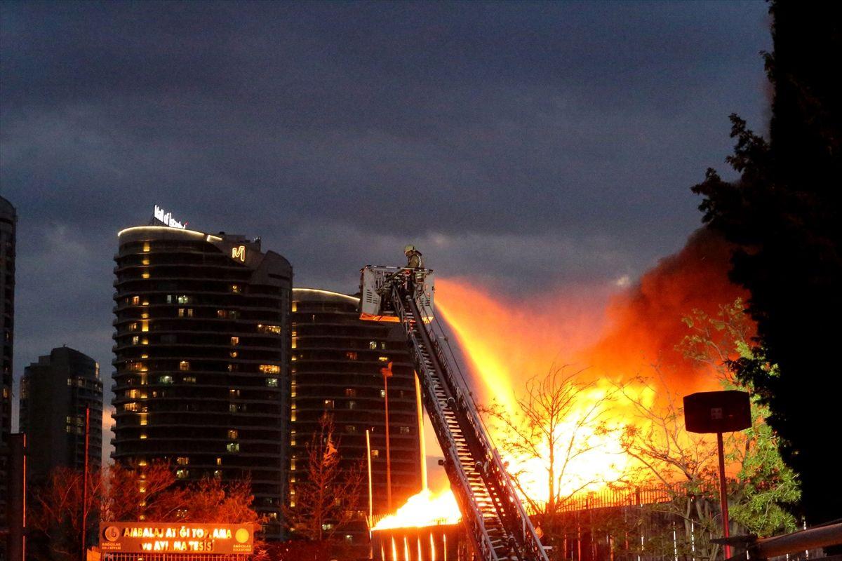 İstanbul Bağcılar'da korkutan yangın - Sayfa 3