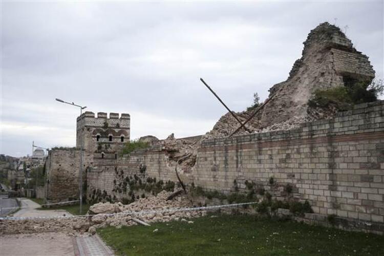Tarihi Topkapı Surlarında çökme! - Sayfa 1