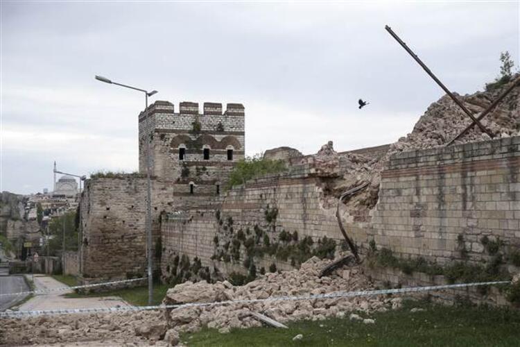 Tarihi Topkapı Surlarında çökme! - Sayfa 3