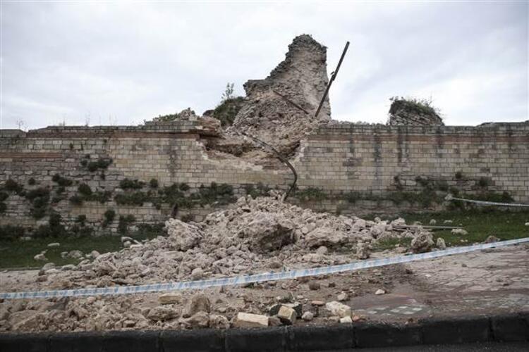 Tarihi Topkapı Surlarında çökme! - Sayfa 4