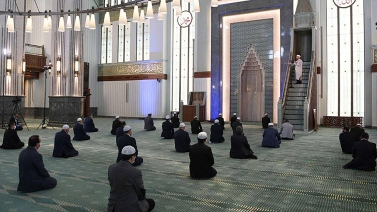 Salgında namaza Kur'an'a yöneliş arttı