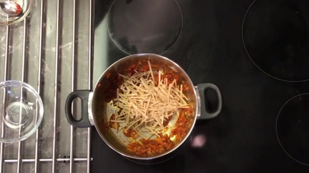 Erişteli Nohut Çorbası