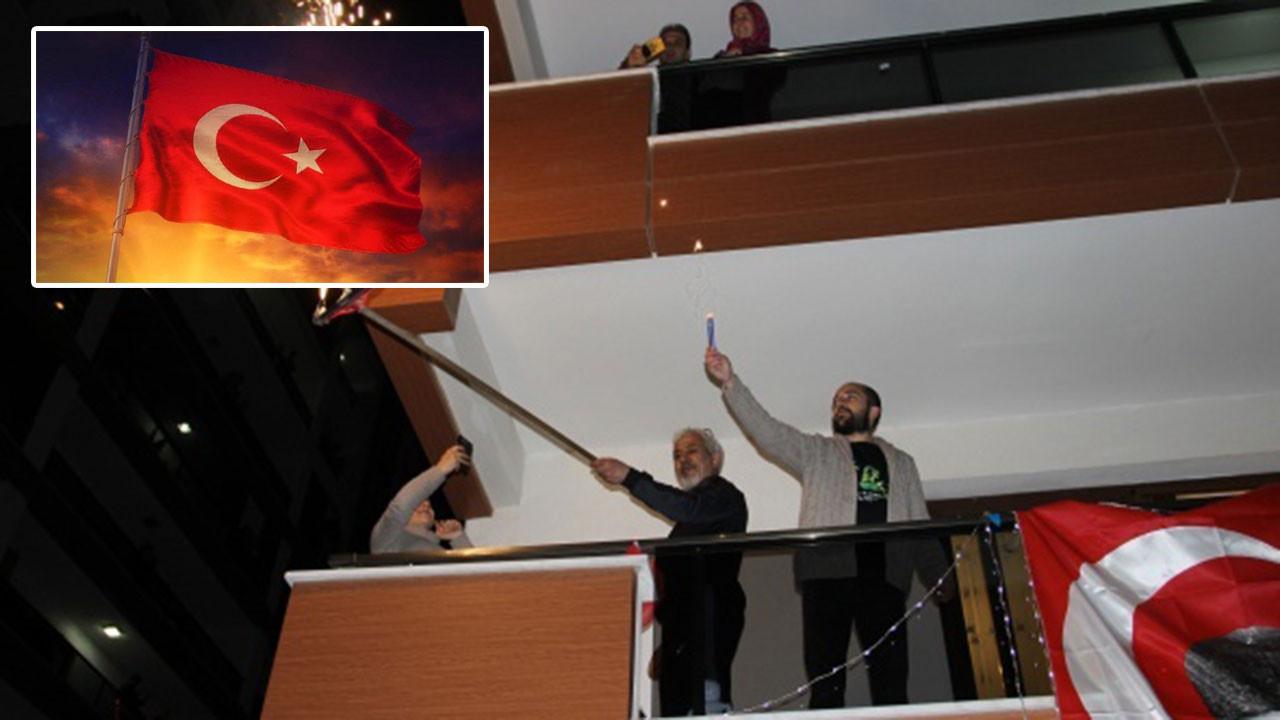 Balkondan İstiklal Marşı