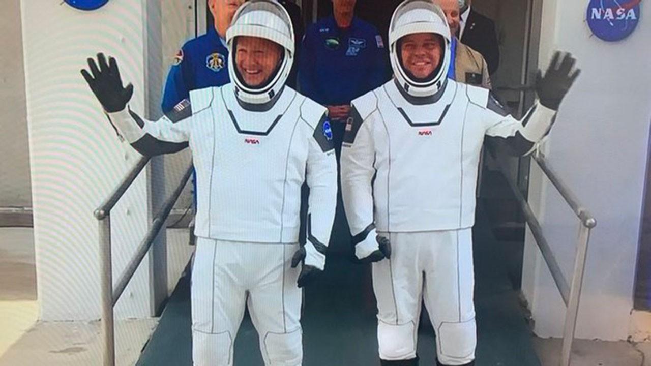 SpaceX'in tarihi denemesi ertelendi