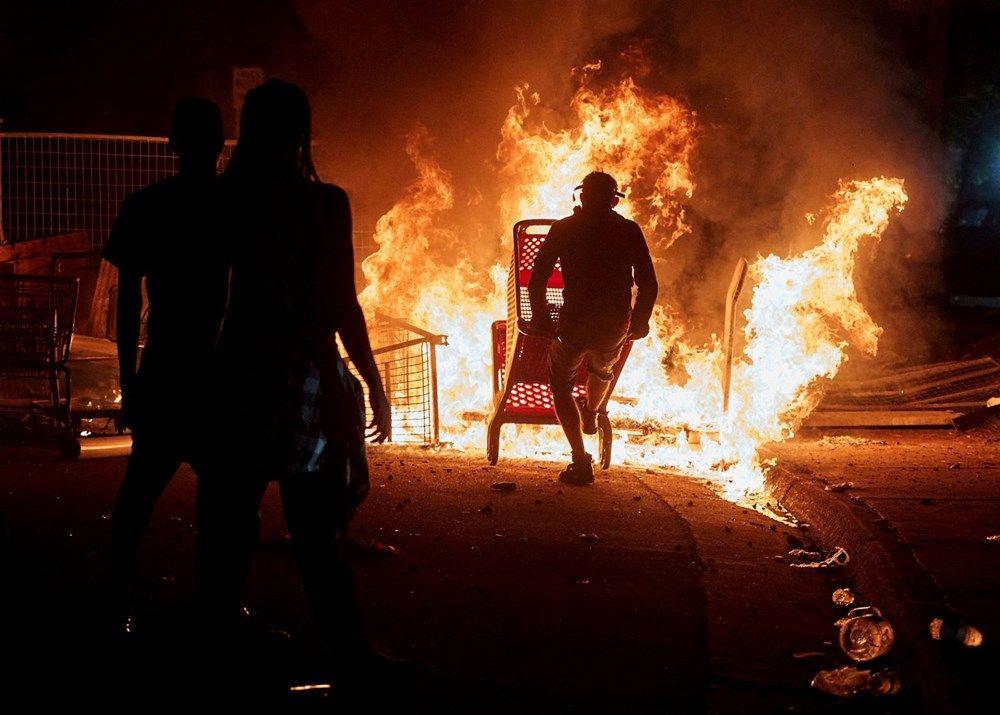 ABD'de polis müdürlüğünün binası yakıldı - Sayfa 4