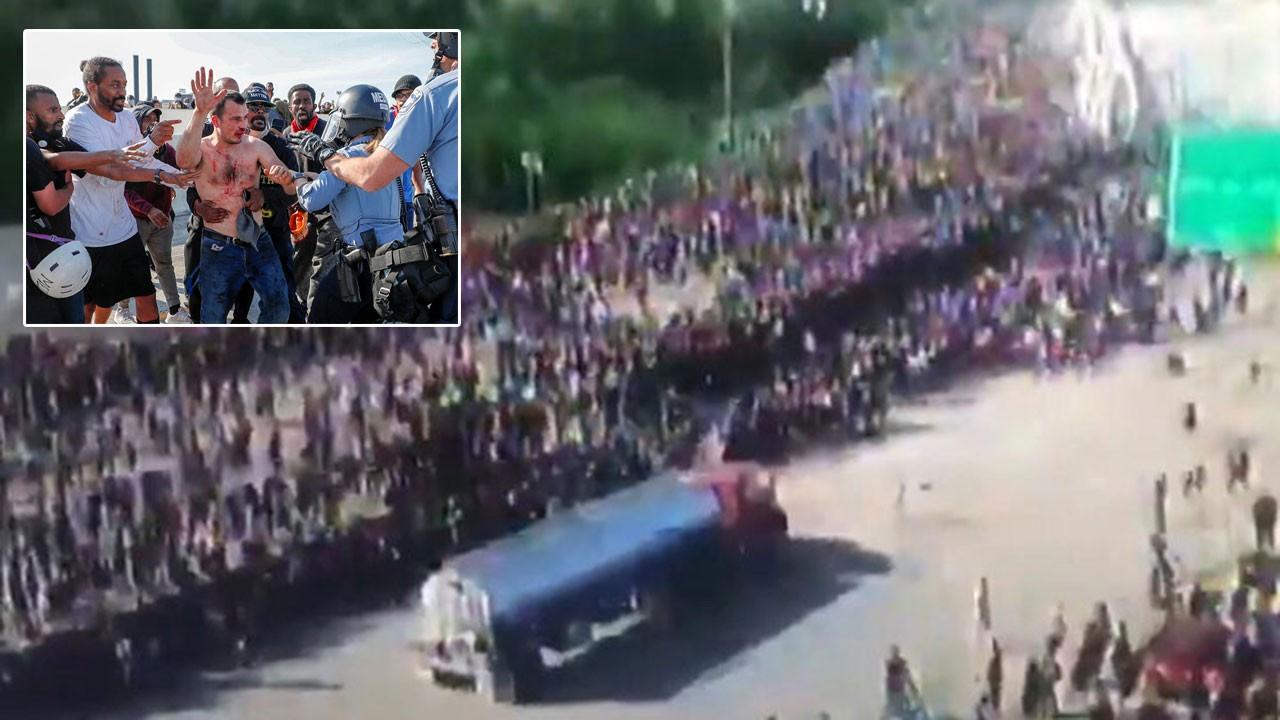 Tankeri göstericilerin üzerine sürdü