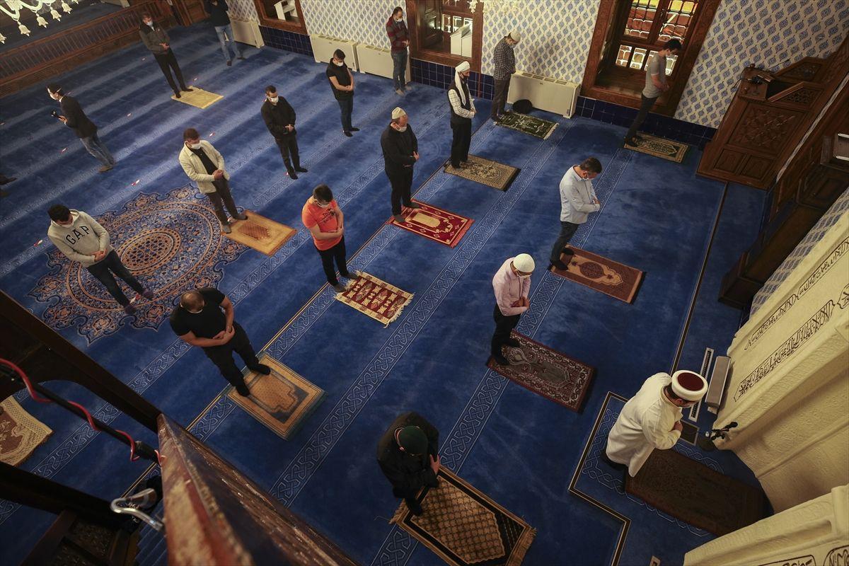 Camilerde cemaatle ilk sabah namazı kılındı - Sayfa 2