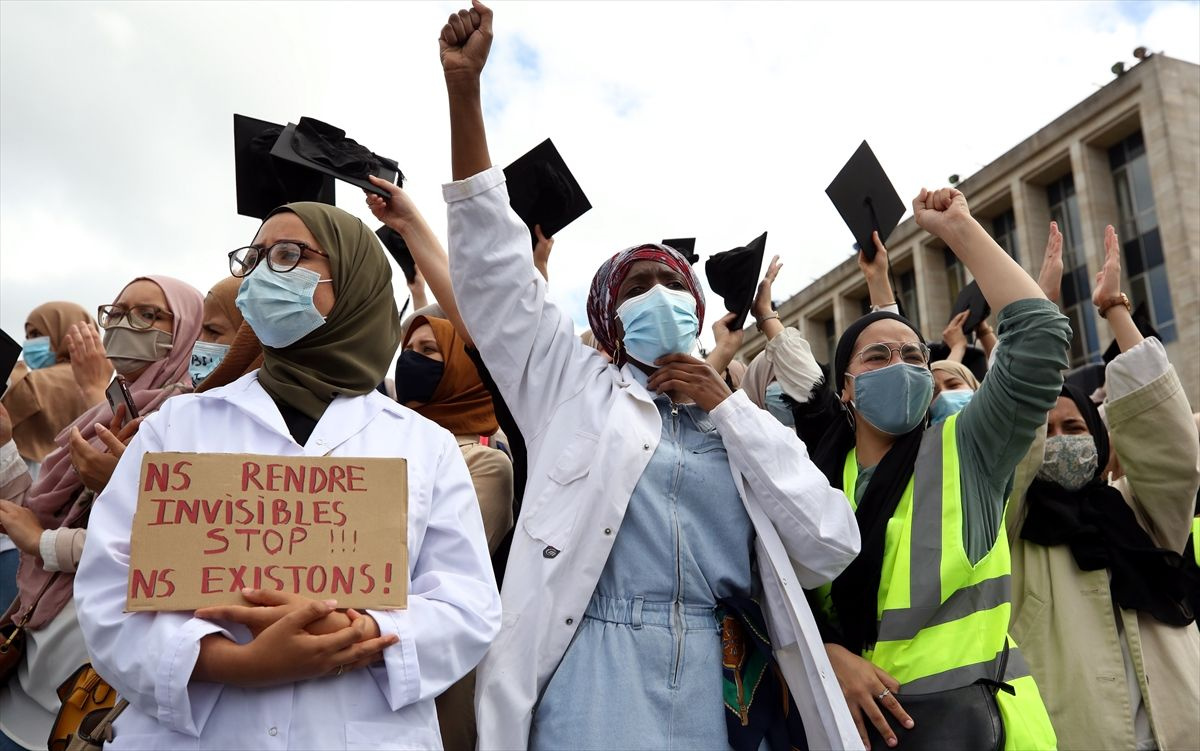Brüksel'de binlerce kişi başörtüsü yasağını protesto etti - Sayfa 1