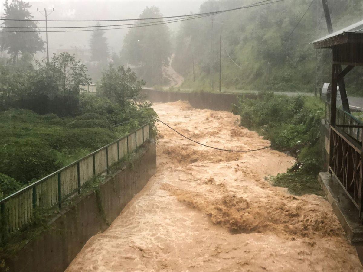 Trabzon'da korkutan sel ve heyelan felaketi nedeniyle 8 mahalleye ulaşım yok - Sayfa 3