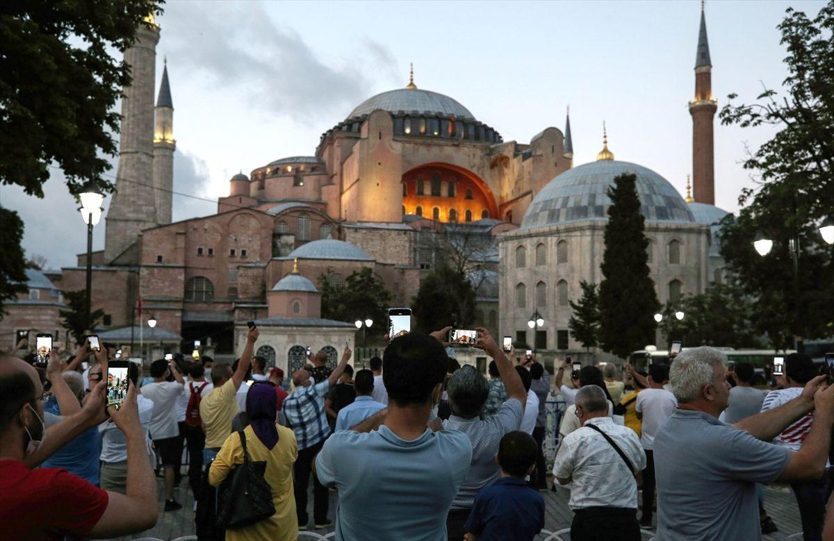 Ayasofya Camii vatandaşın ilgi odağı oldu - Sayfa 1