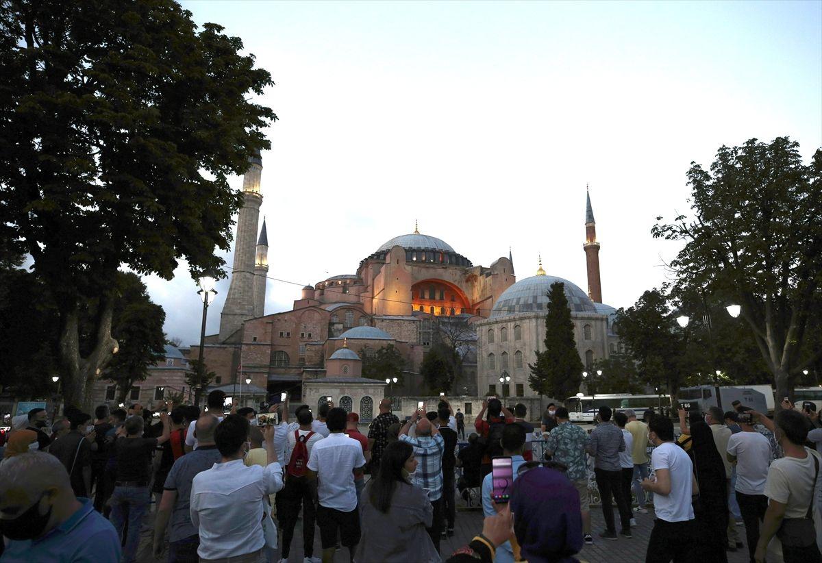 Ayasofya Camii vatandaşın ilgi odağı oldu - Sayfa 2