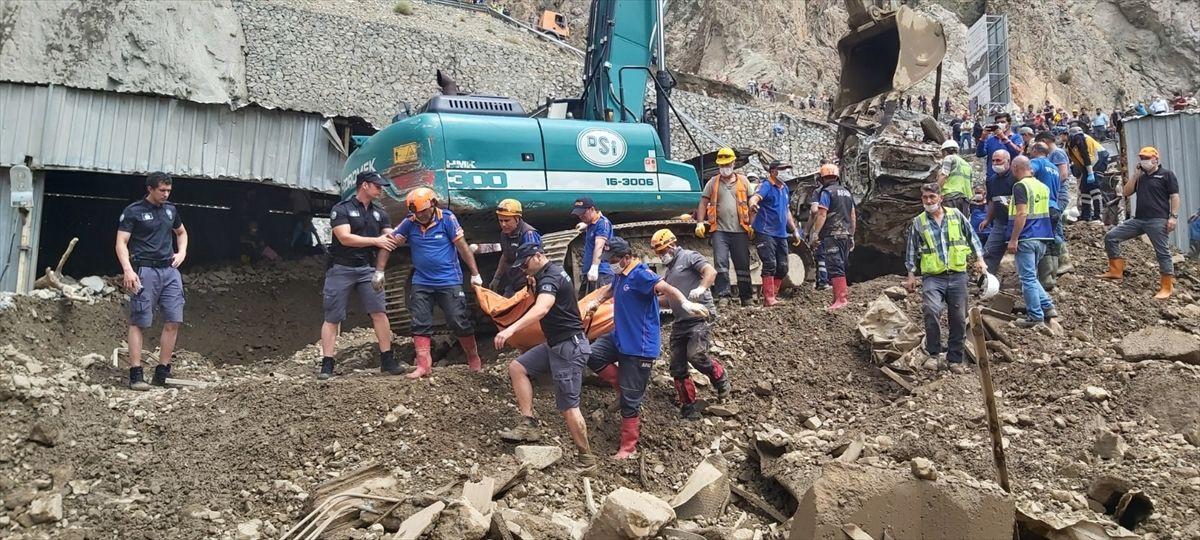 Artvin'de korkunç manzara: Kaybolan 3 kişinin daha cansız bedeni bulundu - Sayfa 1