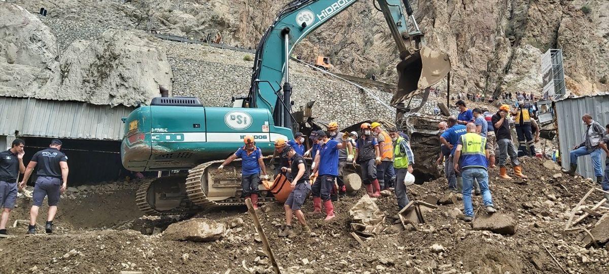 Artvin'de korkunç manzara: Kaybolan 3 kişinin daha cansız bedeni bulundu - Sayfa 2