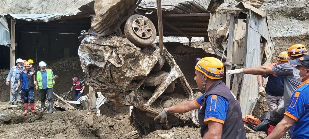 Artvin'de korkunç manzara: Kaybolan 3 kişinin daha cansız bedeni bulundu - Sayfa 4