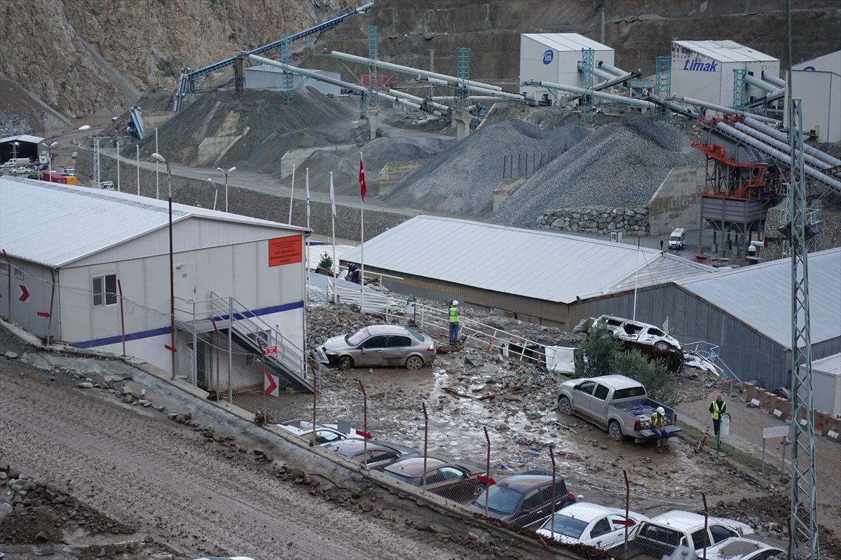 Artvin-Erzurum yolu kapandı, bir kişi öldü - Sayfa 2