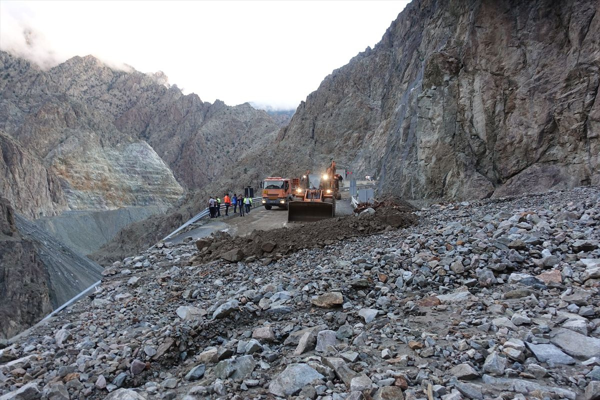 Artvin-Erzurum yolu kapandı, bir kişi öldü - Sayfa 4