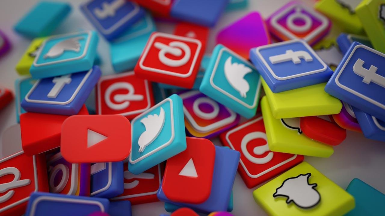 Twitter ve Facebook'a tanınan süre bugün doluyor