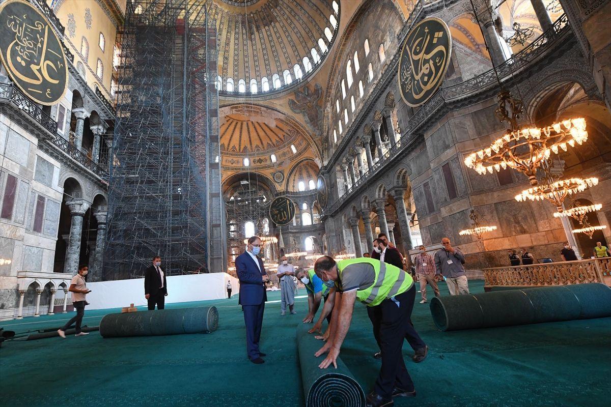 Halı serili Ayasofya Camii'nden ilk kareler - Sayfa 1