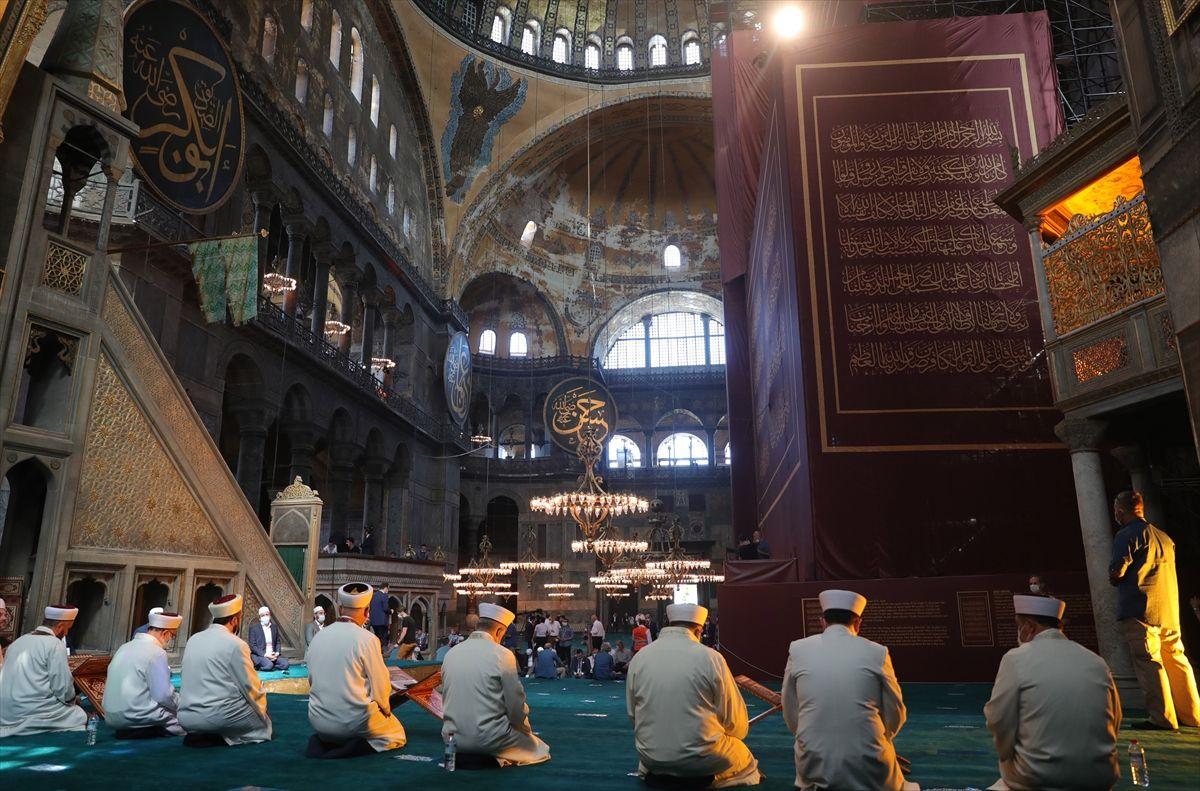 Cemaatli Ayasofya Camii'nden ilk kareler - Sayfa 1
