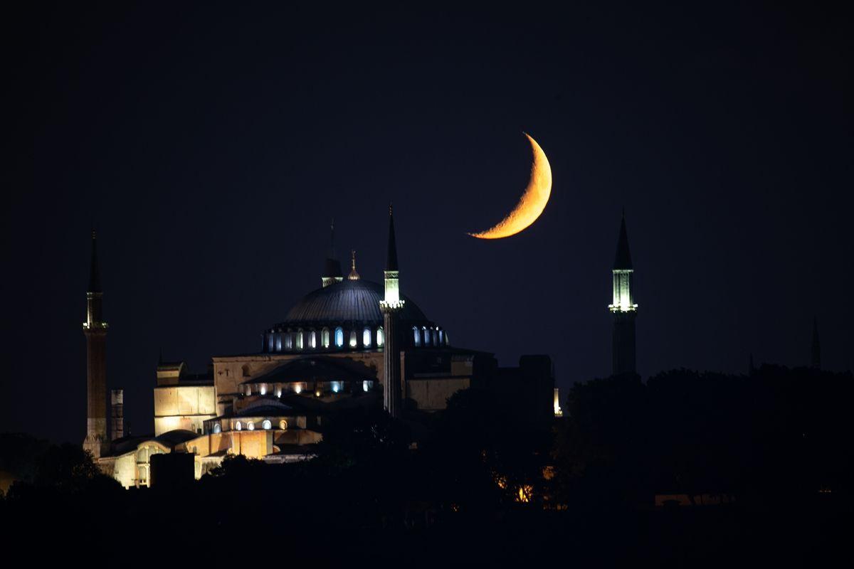 Hilal bu gece Ayasofya Camii için parladı - Sayfa 4