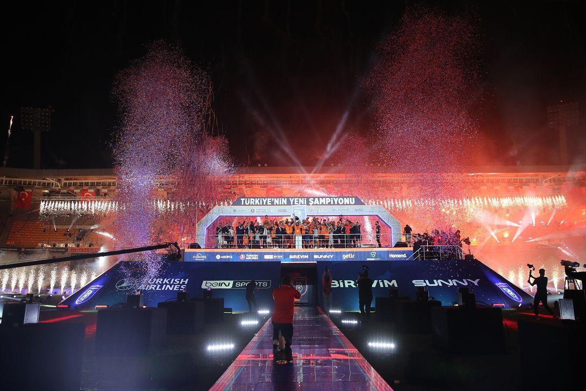 Türkiye'nin yeni şampiyonu kupayı kaldırdı - Sayfa 1