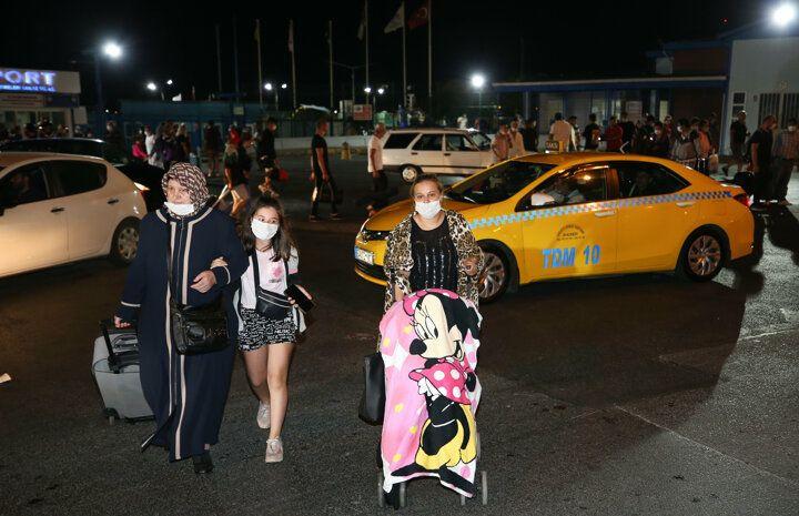 Feribot arızalandı yüzlerce yolcu denizin ortasında mahsur kaldı - Sayfa 3