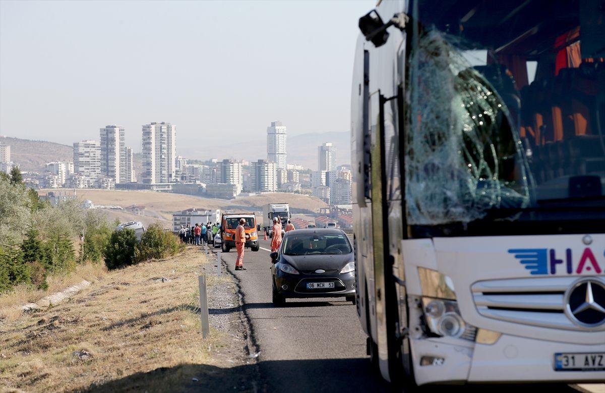 Ankara'da yolcu otobüsü servis aracına çarptı - Sayfa 1