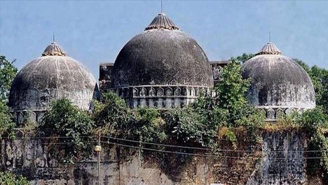 Hindistan'da 500 yıllık caminin yerine tapınak