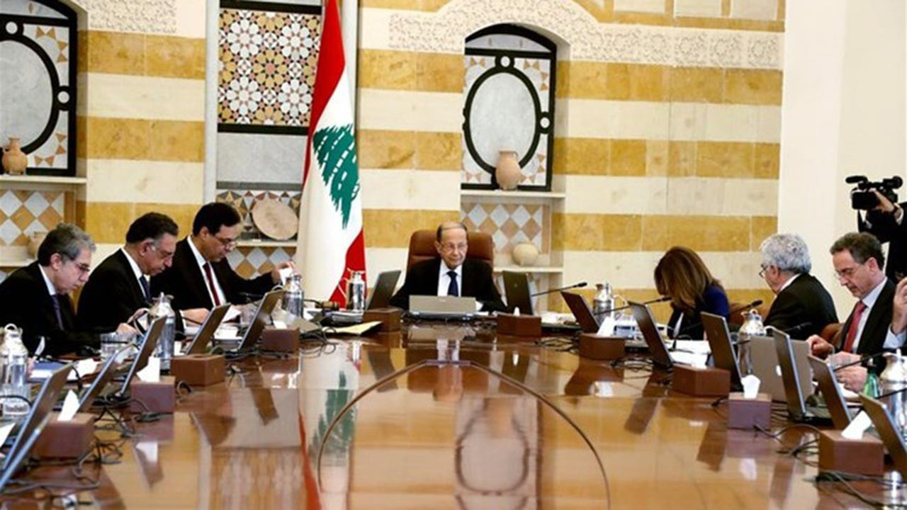 Lübnan'da hükümet istifa etmek zorunda kaldı