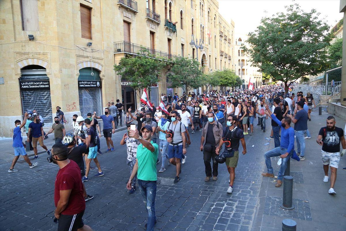 Hükümet istifasına rağmen gösteriler durmadı - Sayfa 1