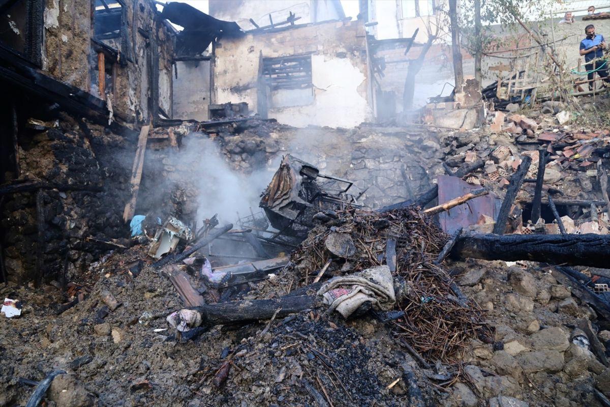 Çorum'da yangın faciası 4 çocuk öldü - Sayfa 3