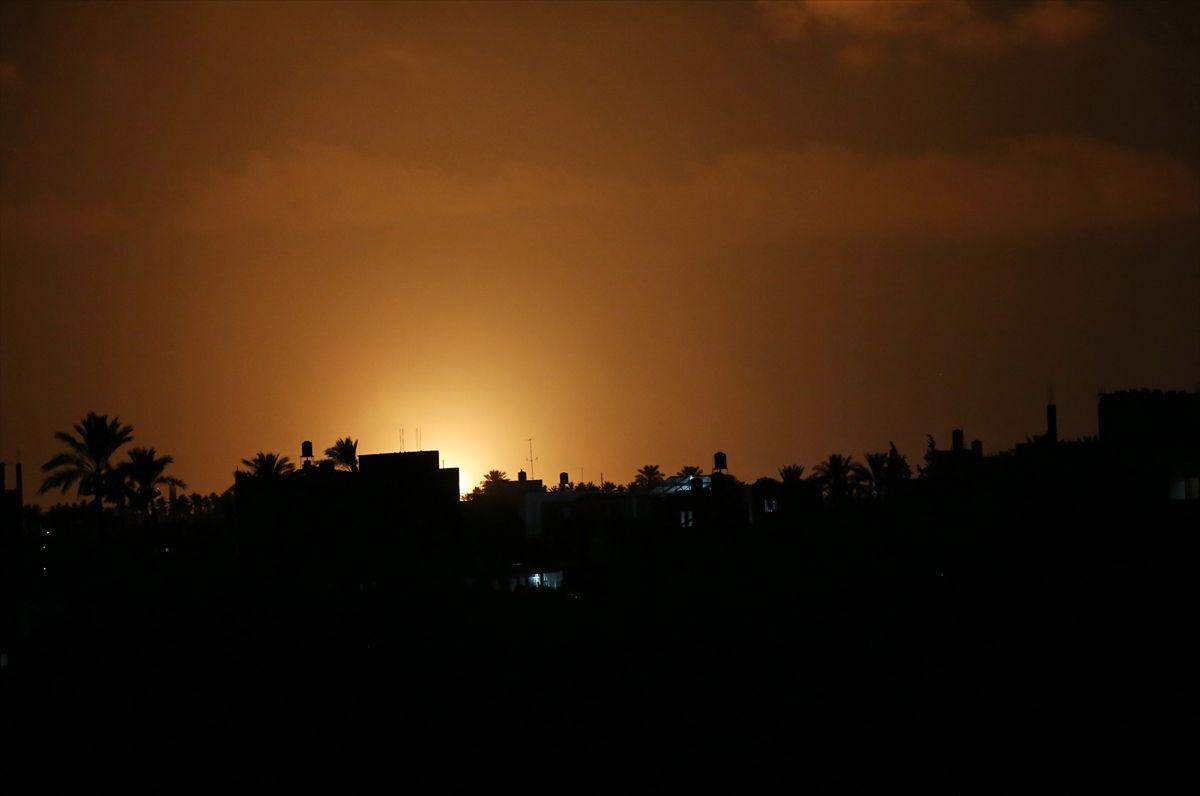 İsrail savaş uçakları Gazze'ye saldırdı - Sayfa 2