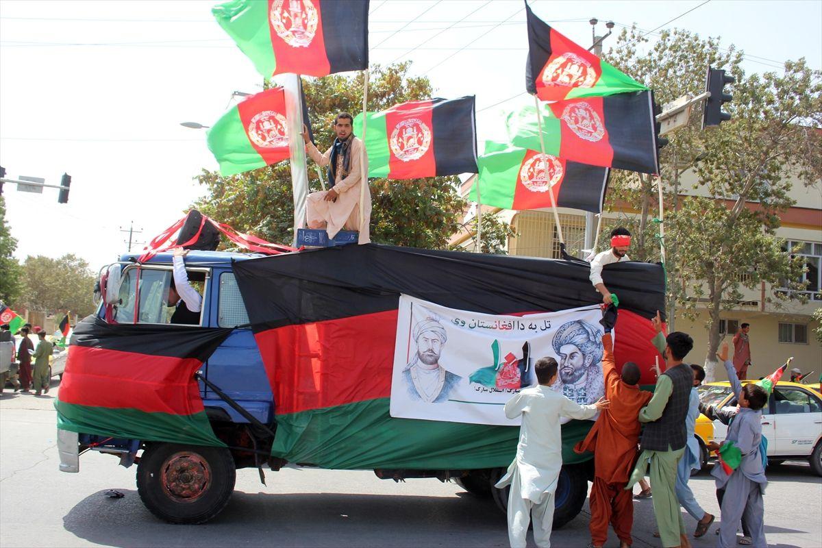 Afganistan'da bağımsızlık günü kutlamaları - Sayfa 3