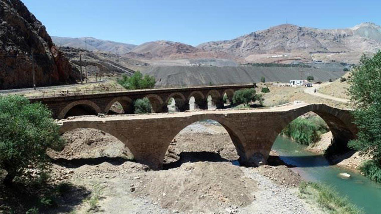 Sivas Divriği'de 800 yıllık Kız Köprüsü'ne iş makineleriyle daldılar - Sayfa 4