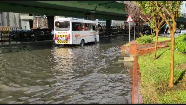 İstanbul'da sağanak yağış yolları göle döndürdü - Sayfa 3