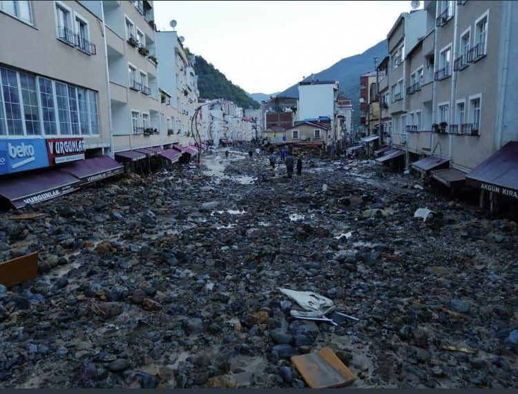 Giresun'dan dehşete düşüren görüntüler, şehir heyelan altında - Sayfa 1