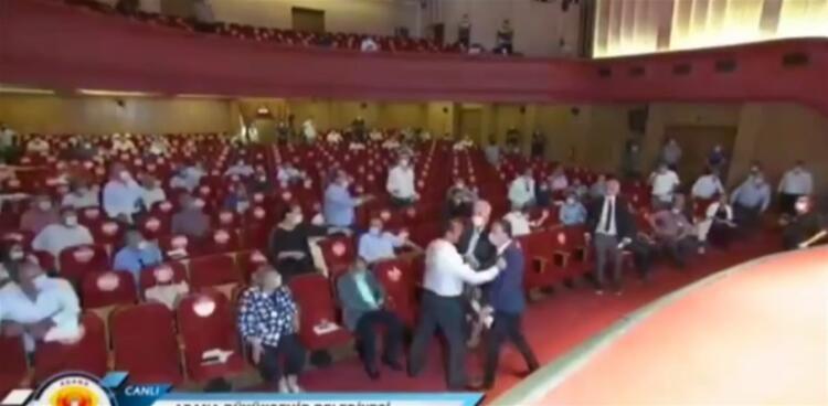 Adana Büyükşehir Belediyesi Meclisi karıştı, MHP'li başkan darp edildi - Sayfa 4