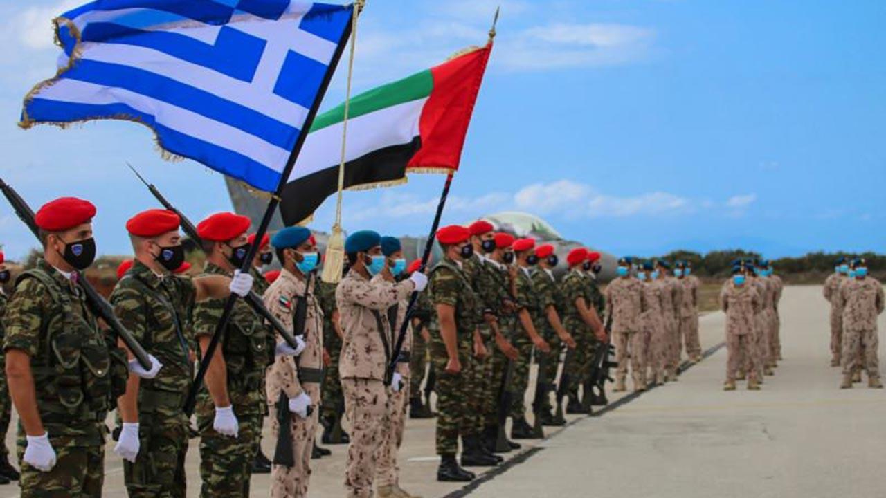 BAE ve Yunan genelkurmay başkanları Ege'de yan yana poz verdi