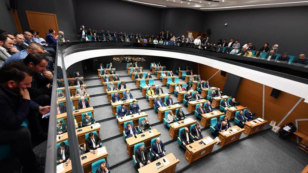 CHP İstanbul'da 4 meclis üyesi istifa etti