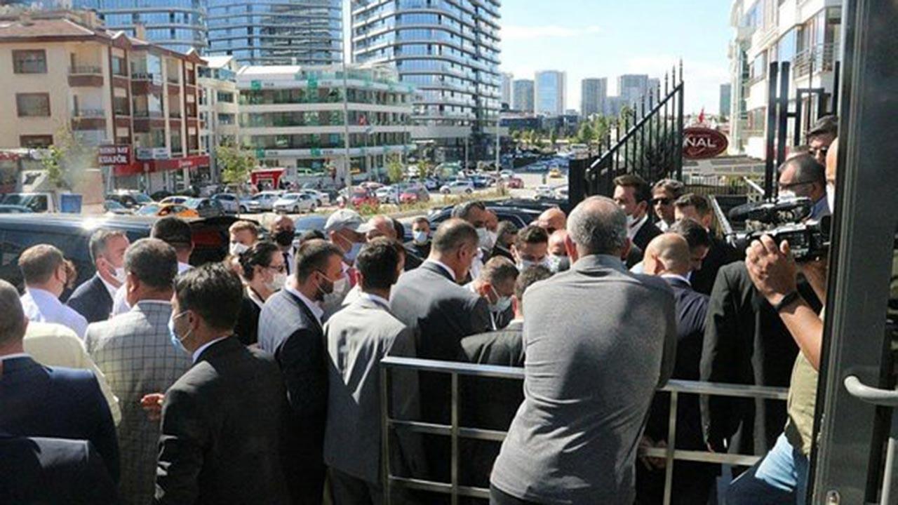 İYİ Parti binası önünde gerginlik