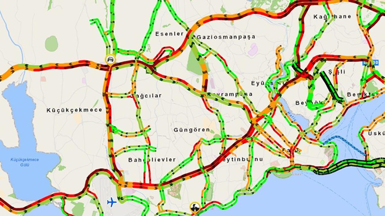 İstanbul trafiği kilit, yoğunluk rekor kırdı