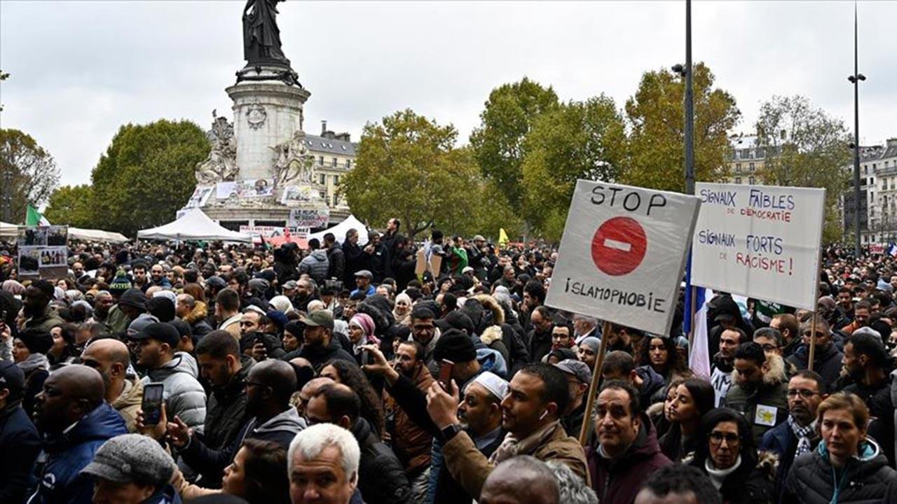 İslam dünyası peygambere hakareti resmileştiren Fransa'ya karşı ayakta