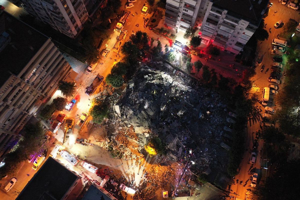 İzmir'de yıkılan binaların enkazından görüntüler - Sayfa 4