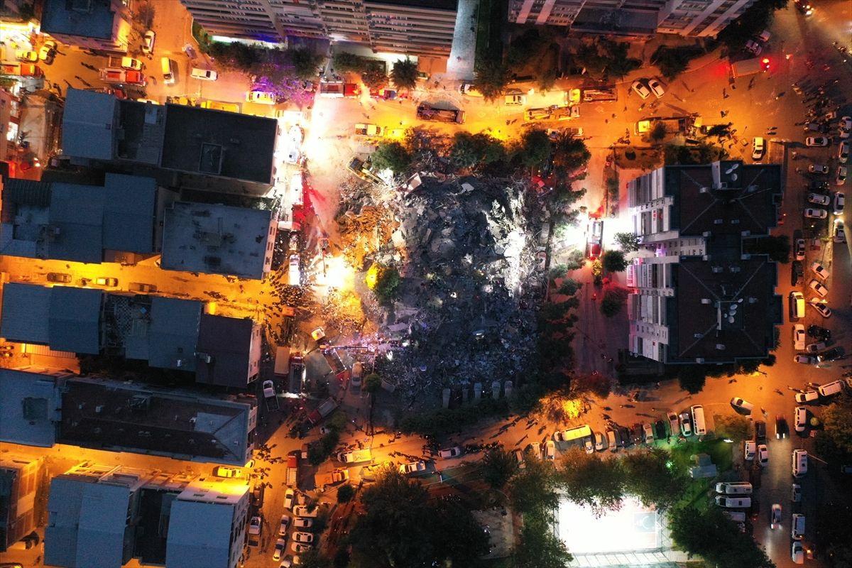 İzmir'de yıkılan binaların enkazından görüntüler - Sayfa 2