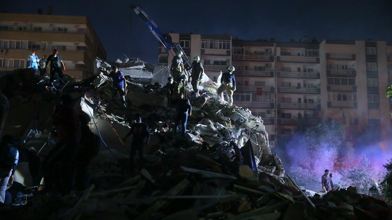 İzmir'de can kaybı 36'ya yaralı sayısı 885'e yükseldi