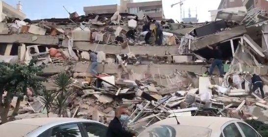 İzmir'de yıkılan binaların görüntüleri - Sayfa 4