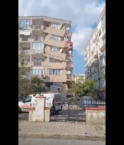 İzmir'de yıkılan binaların görüntüleri - Sayfa 2