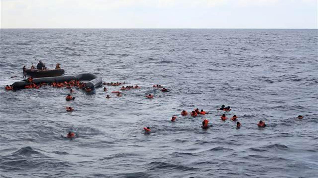 Göçmen teknesi battı onlarcasından haber yok