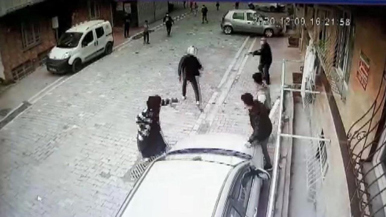 Sokakta top oynayan çocuklara ateş açtı