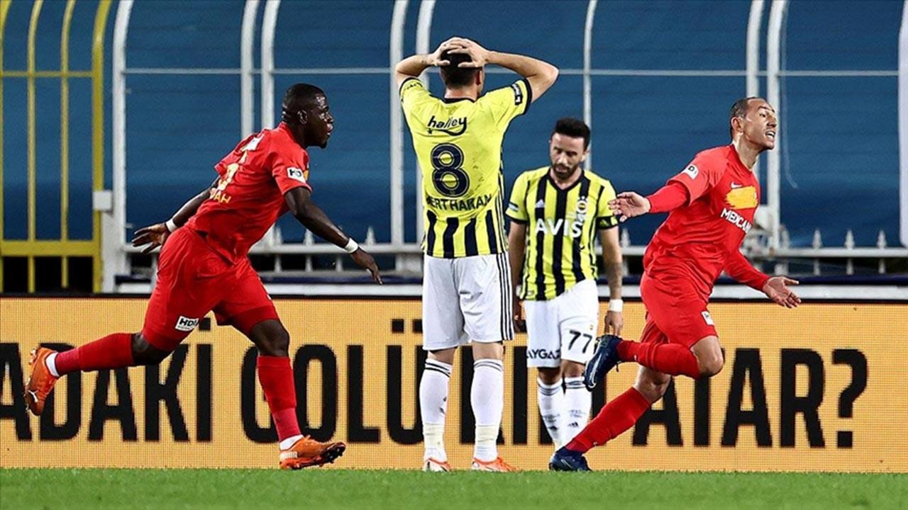 Fenerbahçe kendi evinde tarihi hezimet yaşadı